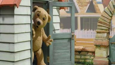 Benedikt, Der Teddybär - Autorennen