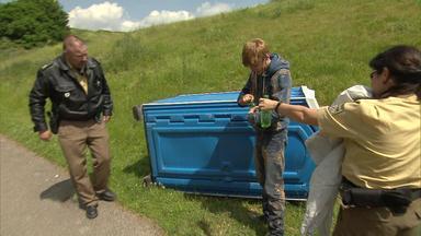 Die Straßencops - Jugend Im Visier - Jugendlicher Wird In Mobiler Toilette Gefangen - Geistig Behinderter Junge überfällt Bäckerei