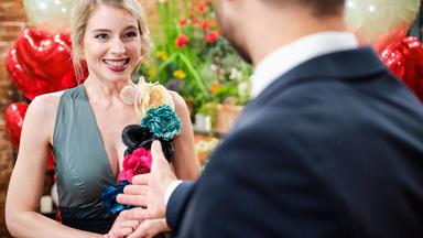 Unter Uns - überglücklich Nimmt Jana Pacos Heiratsantrag An