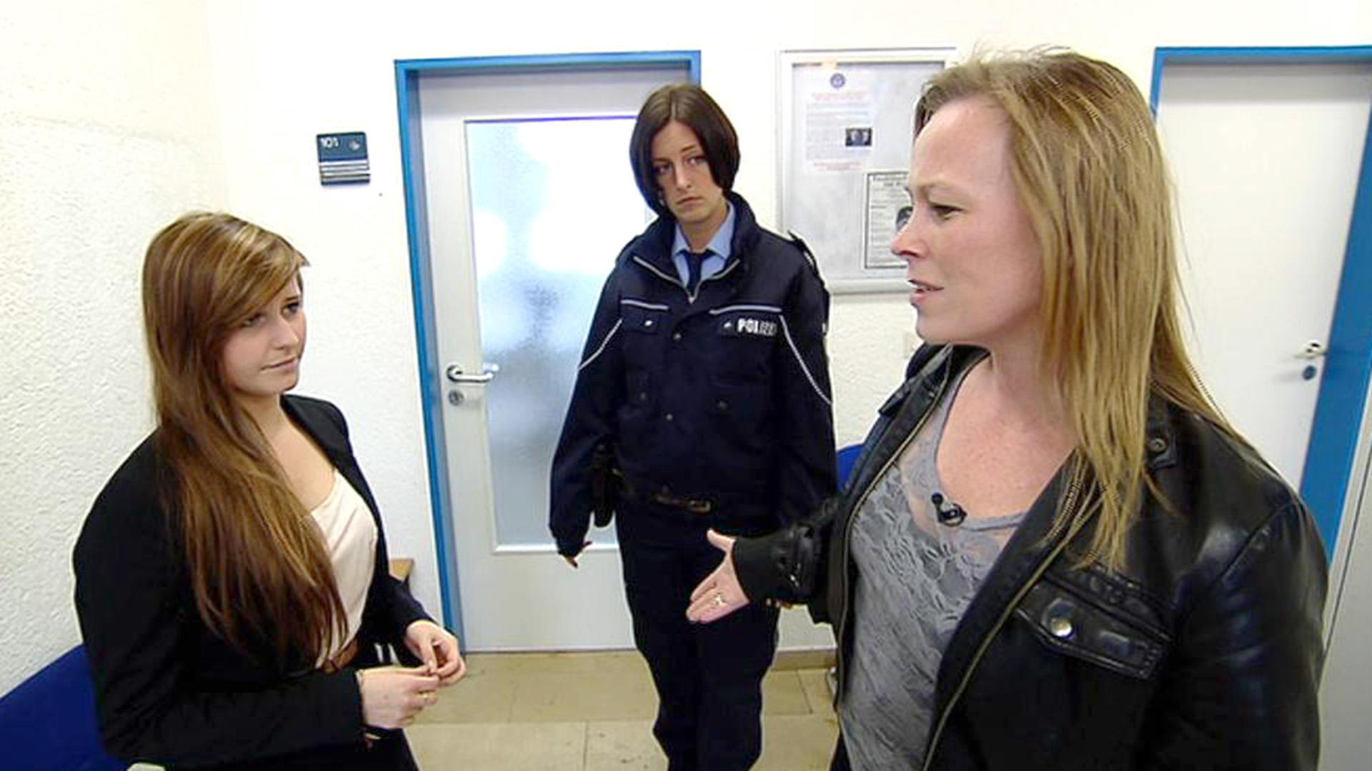 14-Jährige meldet Pflegemutter der Polizei | Folge 20