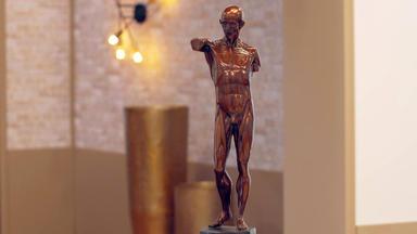 Die Superhändler - 4 Räume, 1 Deal - Bronzefarbene Skulptur \/ 4 Psychodelische Plakate \