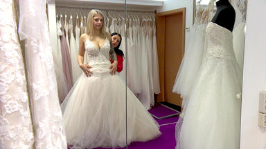 Zwischen Tüll Und Tränen - Eine Braut Und 30 Kleider