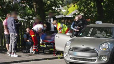 Im Einsatz - Jede Sekunde Zählt - Paula Und Dominic Eilen Zu Einem Verkehrsunfall