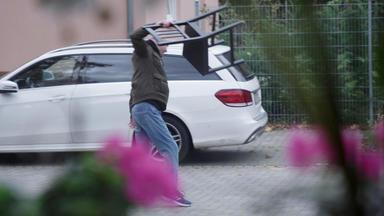 110 - Echte Fälle Der Polizei - Nachbar Hält Wohnsiedlung Auf Trab \/ Liebes-chaos Behindert Polizeiarbeit \/ Der Geblitzte Fingerküns