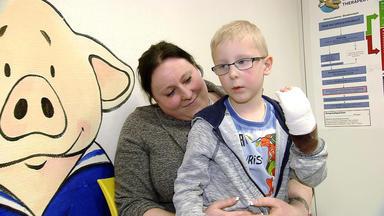 Auf Station - Die Kinderklinik - Der 5-jährige Damon Hat Sich In Die Hand Geschnitten