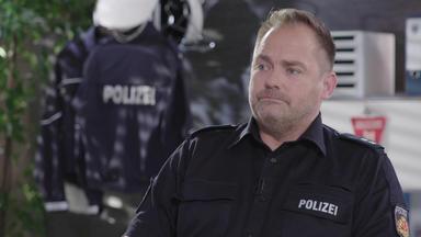 110 - Echte Fälle Der Polizei - Jagd Auf Weiße Kadetts \/ Verkehrsunfall Nimmt Dramatische Wendung \/ Tankstellen-überfall