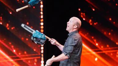 Das Supertalent - Motorsägen-jonglage & Der Längste Rülpser Der Welt