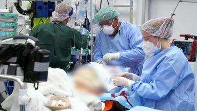 Im Einsatz - Jede Sekunde Zählt - Schlaganfall-patient Kämpft Um Sein Leben