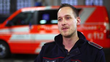 Im Einsatz - Jede Sekunde Zählt - Feuerwehr Bricht Wohnung Auf