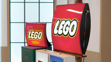 Die Superhändler - 4 Räume, 1 Deal - Lego Reklame Leuchten \/ Uhrenbeweger