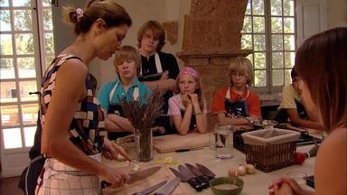 Sarah Und Die Küchenkinder - Ab In Die Küche!