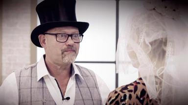 Die Superhändler - 4 Räume, 1 Deal - Klappzahlenuhr \/ Hochzeitskonvolut \/ Hahnleuchte \/ Schale