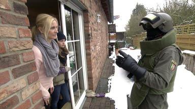 Die Trovatos - Detektive Decken Auf - Vermeintlicher Bombenfund Sprengt Familie
