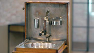 Die Superhändler - 4 Räume, 1 Deal - Antik Klappwaschbecken \/ Rosenthal Porzellanpferd