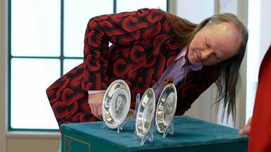 Die Superhändler - 4 Räume, 1 Deal - Silberteller Von Bernard Buffet \/ Märklin Schild 1929 \/ Schneiderbüste Aus Karton