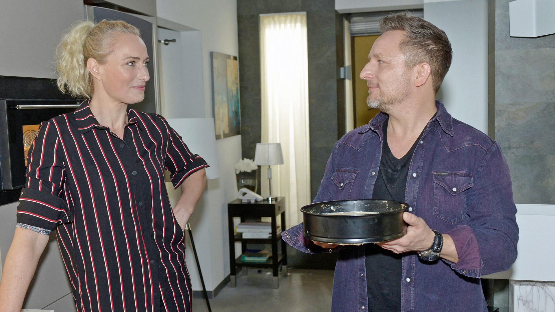 Michi hilft Maren beim Kuchenbacken für Emmas Kita | Folge 7249