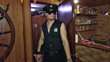 Die Trovatos - Detektive Decken Auf - Geschenkter Stripper Gefährdet Beziehung Von Tanzlehrerin