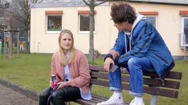 Unter Uns - Cecilia Hilft Matteo Bei Seinen Schulischen Problemen