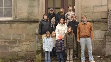 Einsatz In 4 Wänden - Spezial - Deutschlands Kleinstes Großfamilienhaus