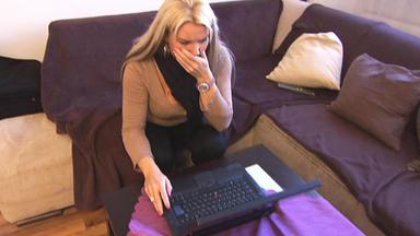 Familien Im Brennpunkt - Frau Blamiert Familie In Internet-forum