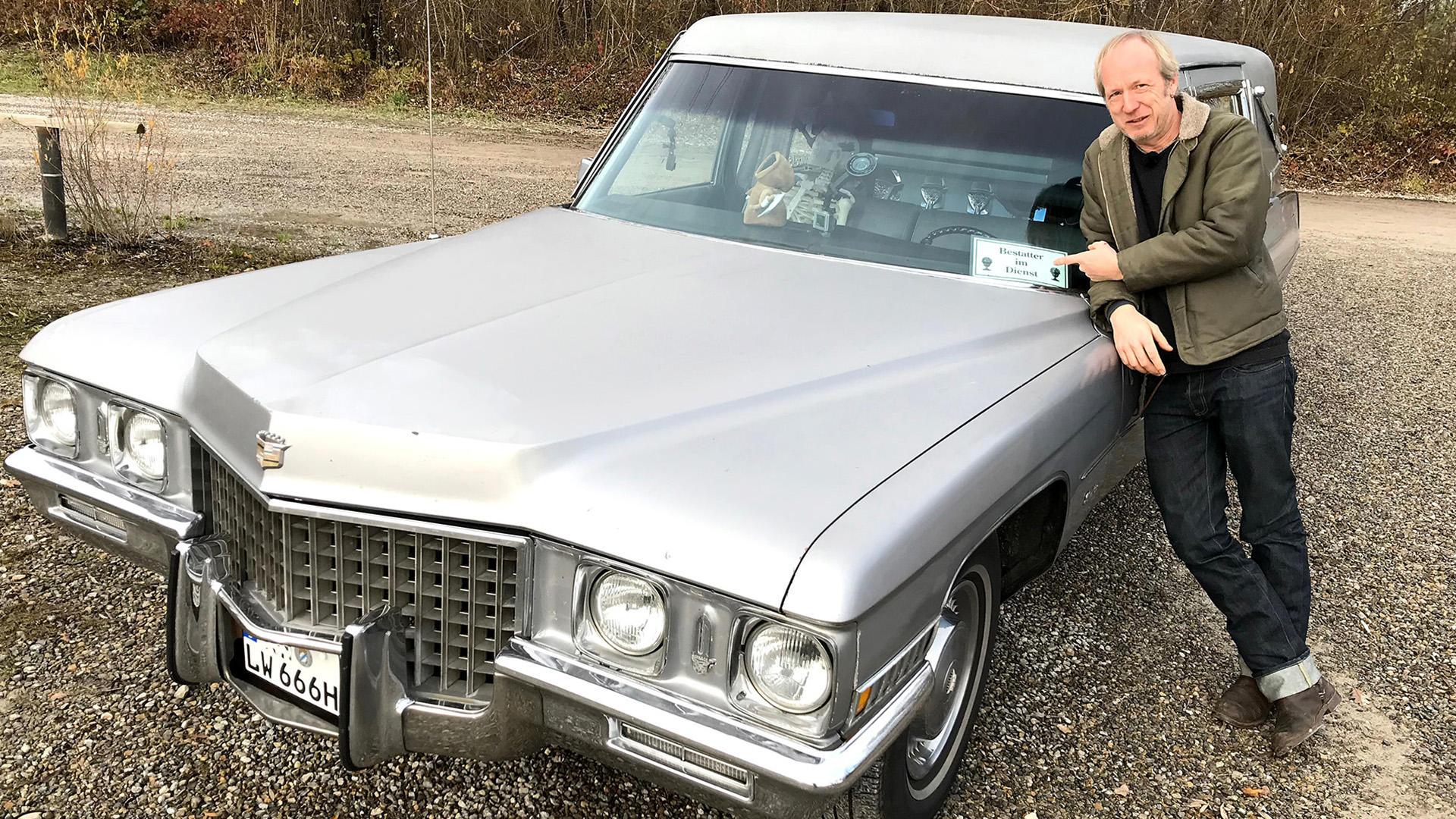 Helge Thomsen checkt die außergewöhnlichsten Bestattungsfahrzeuge. | Folge 427