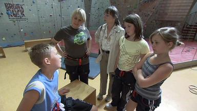 Familien Im Brennpunkt - 12-jährige Terrorisiert Ganze Klasse