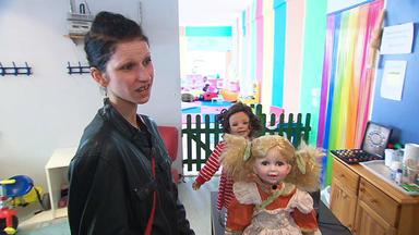 Familien Im Brennpunkt - Puppensammlerin Gibt Lebensgefährte Rätsel Auf