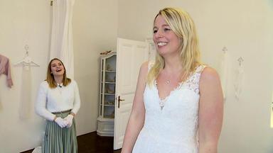 Zwischen Tüll Und Tränen - Brautkleid Nach Wunsch Des Verlobten