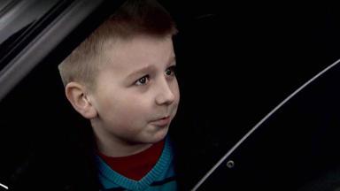 Verdachtsfälle - Mutter Lässt Sich Von Zehnjärigem Mit Dem Auto Herumkutschieren