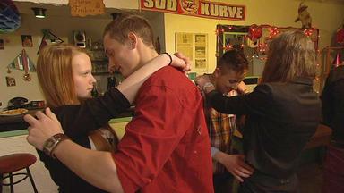 Familien Im Brennpunkt - 16-jährige Sucht Verzweifelt Erste Liebe