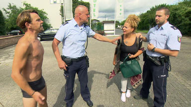 Wache Köln-ost - Vf-spezial - Halbnackter Mann Verfolgt Frau Auf Der Straße \/ 4-jährige Will In Die Disco Und Wird Von Türsteher A