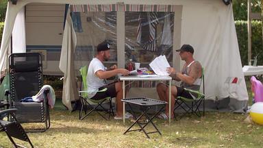 Bella Italia - Camping Auf Deutsch - Sascha Und Dennis In Feierlaune