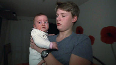 Familien Im Brennpunkt - 14-jähriger Muss Sich Um Mutter Und Baby Kümmern