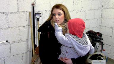 Familien Im Brennpunkt - Teeniemutter Verheimlicht Ihr Baby Vor Ihren Mitschülern