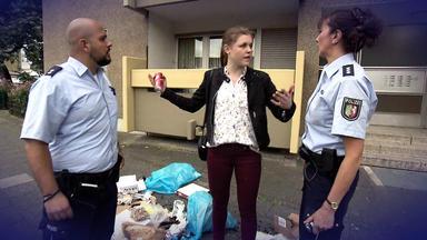 Der Blaulichtreport - Kleinkind Wirft Müll Vom Balkon