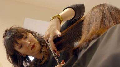 Einfach Hairlich - Die Friseure - Nun Dürfen Wieder Männer An Viktorias Mähne.