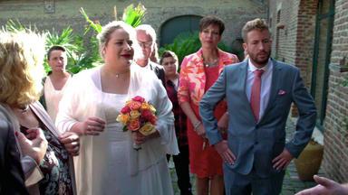 Meine Geschichte - Mein Leben - Brautpaar Steht Vor Verschlossenen Türen