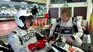 Detlef Wird Rennfahrer - Detlef Nimmt Am 3-stunden-kart-rennen In Essen Teil