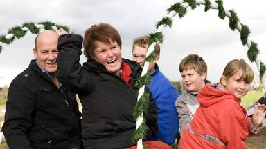 Zuhause Im Glück - Das Team Will Irmgards Familie Helfen