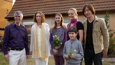 Zuhause Im Glück - Amadeus Will Ein Richtiges Zuhause Für Seine Familie.