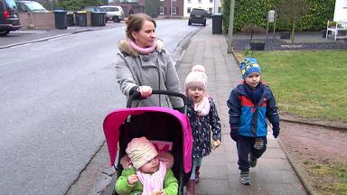 Hebammen Im Einsatz - Familie Kurzidem Mit Fast Kleinwüchsiger Mutter