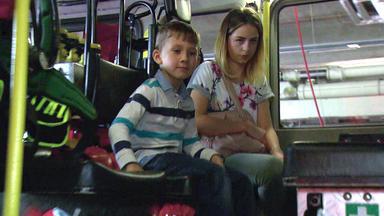 Der Blaulichtreport - 16-jährige Versteckt Sich Mit Kleinem Bruder In Feuerwehrauto
