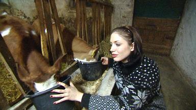 Exklusiv - Die Reportage - Makeup Gegen Mistgabel! - Model Tauscht Mit Bauernmädchen