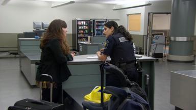 Border Patrol Canada - Einsatz An Der Grenze - Schlagstock Im Handschuhfach