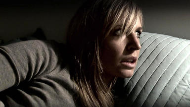 Verdachtsfälle - Attraktive Frau Wird Von Ex Terrorisiert
